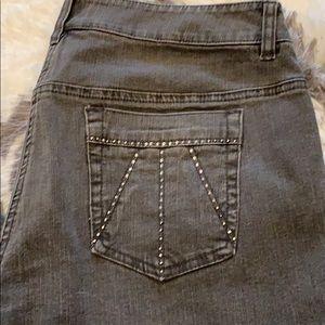 Adorable Jones New York grey jeans 👖 bling!